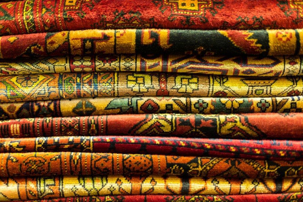 carpets bazaar isfahan   tailor made holiday iran