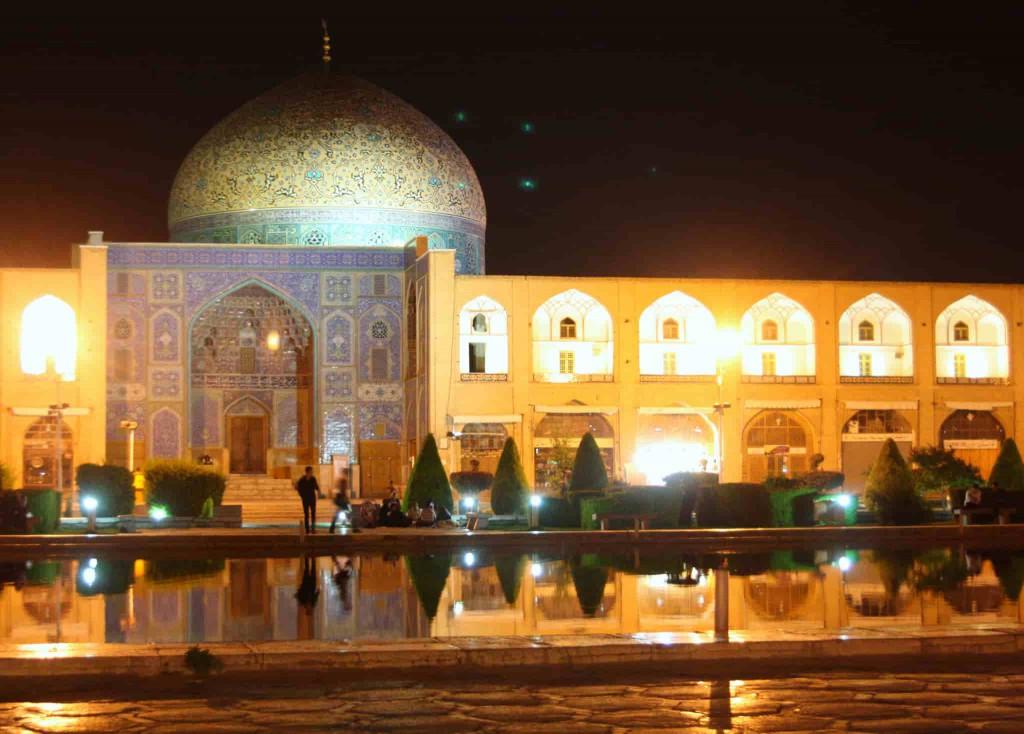 Sheikh-Lotfollah-Mosque-Night