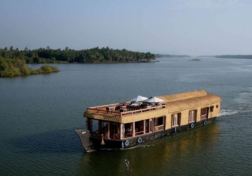 Lotus Houseboat - Off the Beaten Path Luxury in Northern Kerala