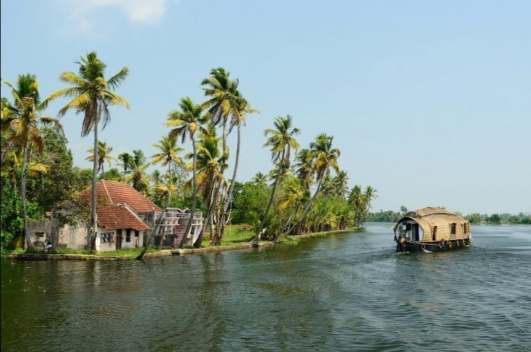 Luxury Houseboat Holiday in Kerala, South India
