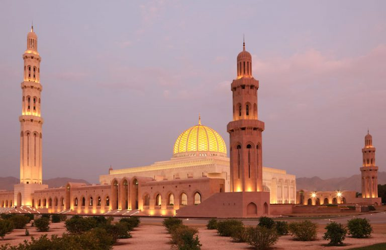 Mosque Sultan Qaboos by night | Family Holiday to Oman