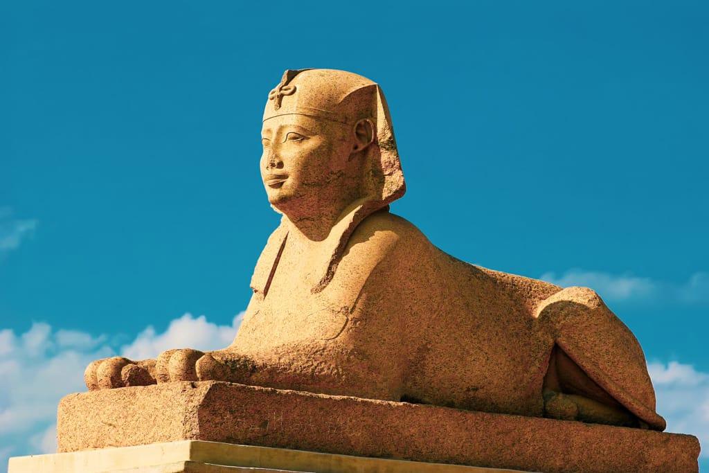 Alexandria-Pompeys-Pillar-Temple-of-Serapis-Alexandria-Egypt-dreamstime_l_2453967