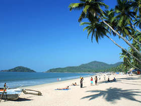 Relax on the beaches of Goa during a tailor-made holiday to India