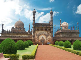 Our tailor-made Hyderabad tours will reveal the city's historic riches in style.