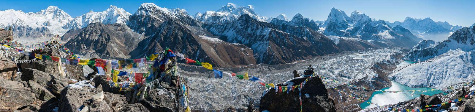 dreamstime_xxl_39390730_Gokyo_Ri_Mt_Everest