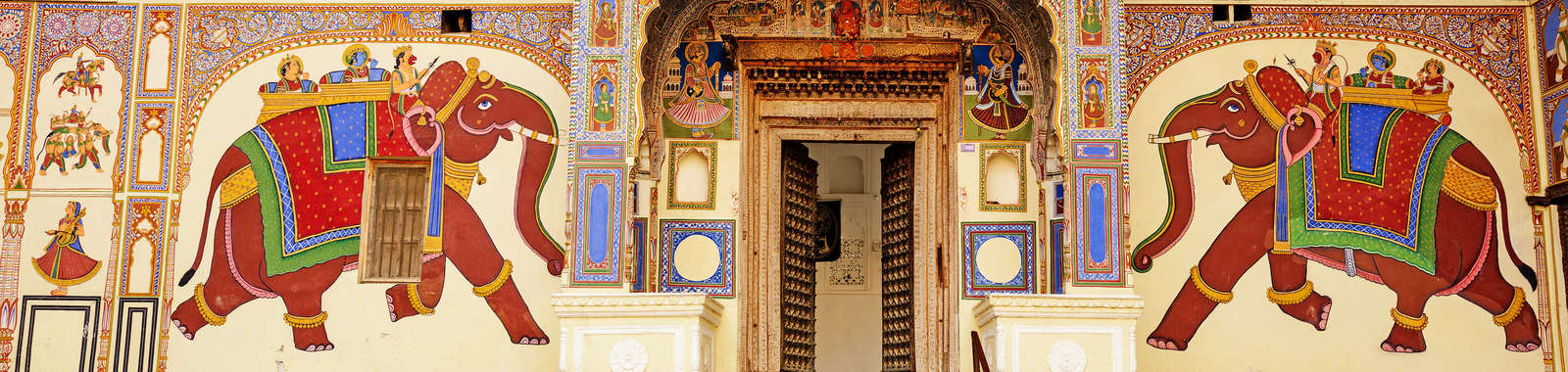 Experience Rajasthan's forts and palaces on a luxury tailor-made holiday to north India
