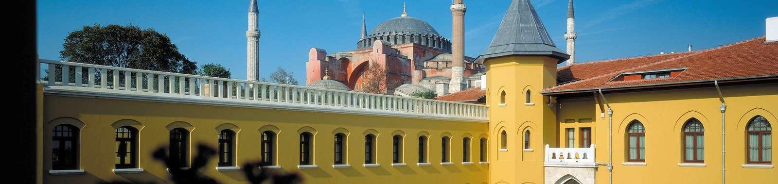 Istanbul_Four_Seasons_Hotels_Istanbul_at_Sultanahmet__Turm_lowres_COPYRIGHT_Four_Seasons_Jaime_Ardiles-Arce