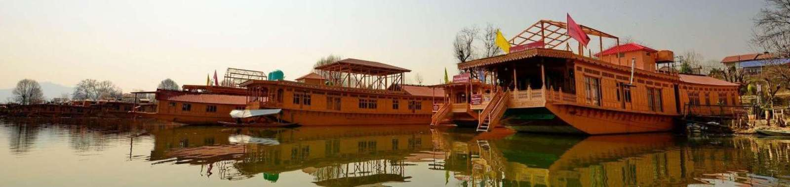 2GurkhaHouseboat