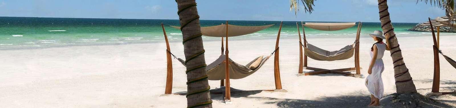 kiqaj_beach_lady-wide