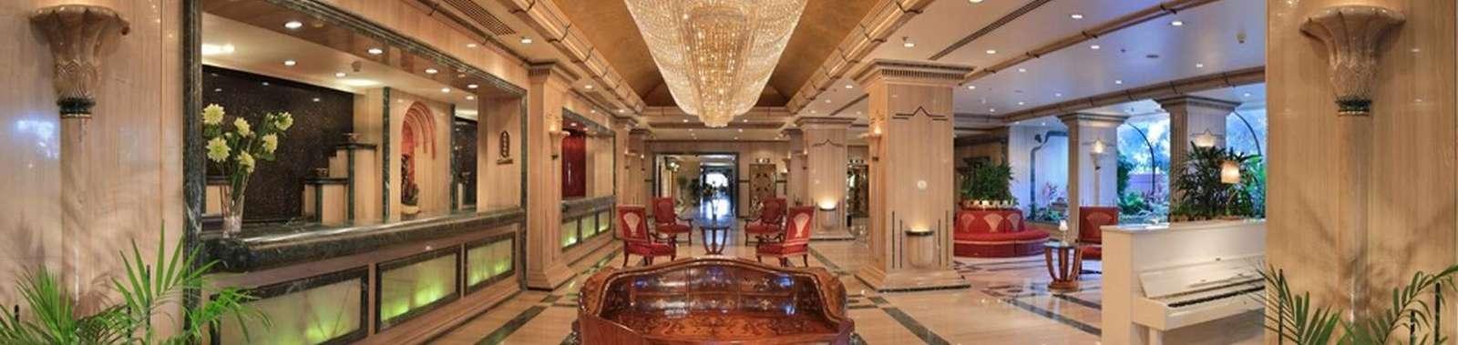 Sonesta_St_George_Hotel_lobby