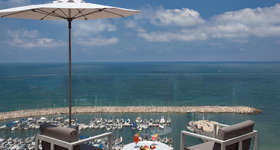 sight_of_the_marina_from_the_15th_rooftop_swimming_pool