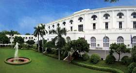 In Delhi stay at the Maidens, a graceful, colonial style hotel and one of Delhi's oldest hotels