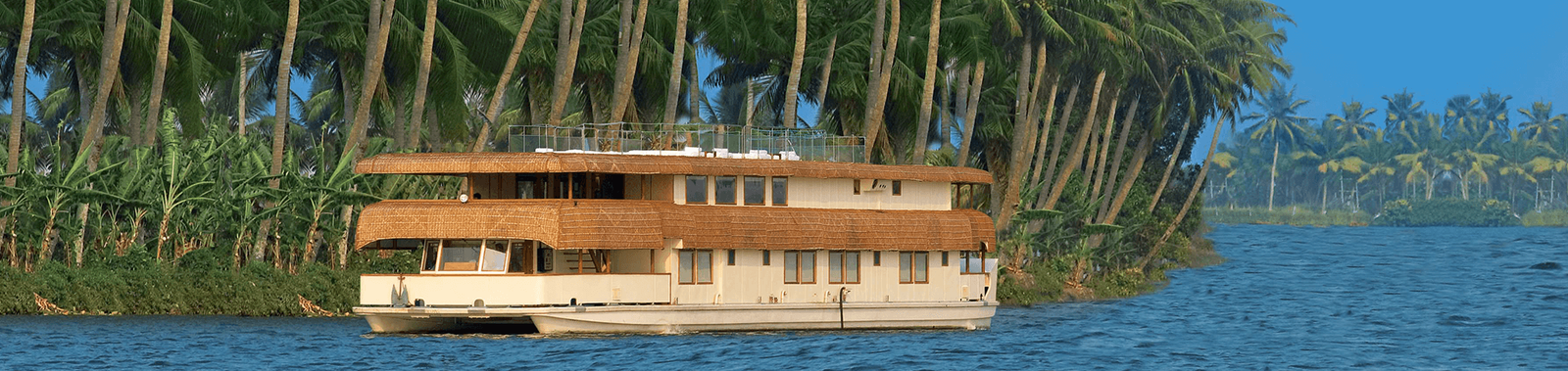 Enjoy a luxury houseboat cruise on a luxury Kerala holiday