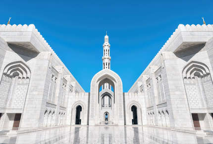 This magical luxury Oman tour is like no other and shocases the Sultanate in great style.